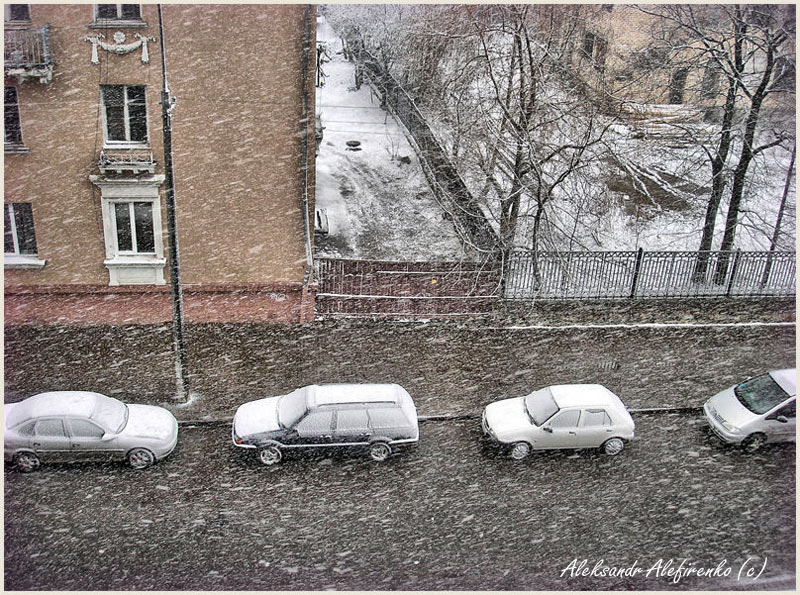 Снег...