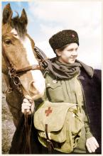 Девушка-санинструктор-из-состава-1-го-гвардейского